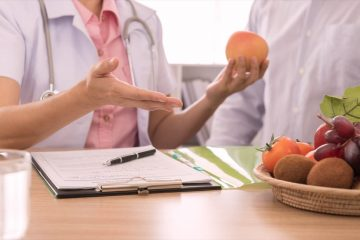 Dietician providing advice on healthy eating