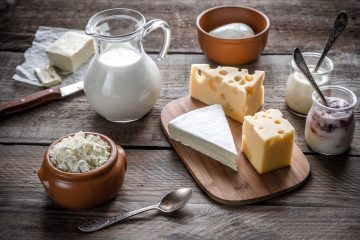 Various types of dairy products that contain calcium
